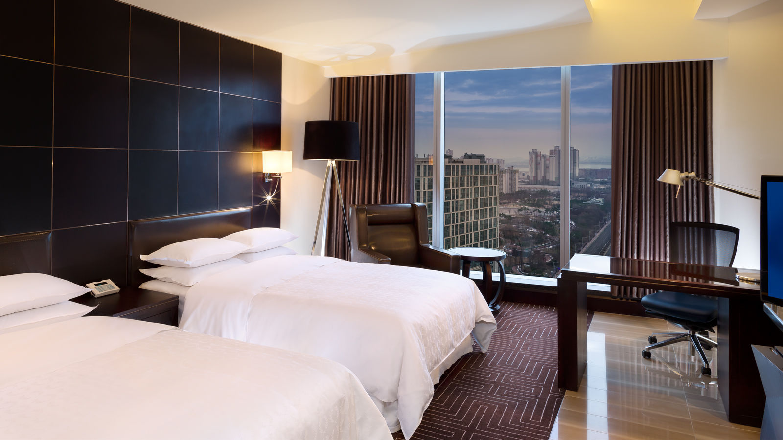 Club Deluxe Double Bed Room - City View